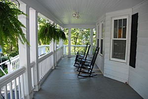 rocking-chairs-on-porch